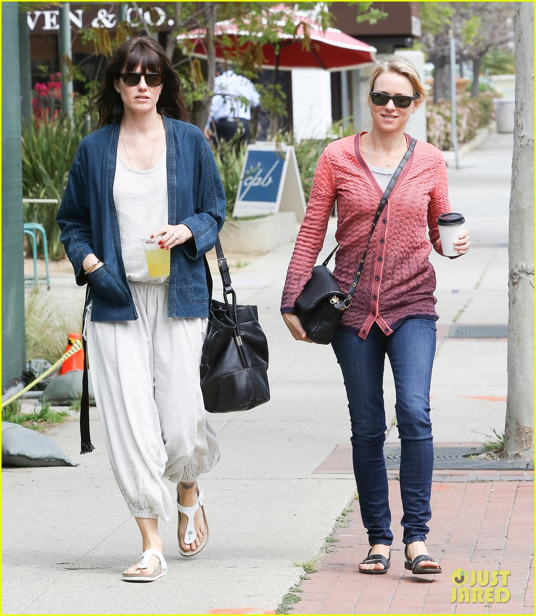 reese witherspoon naomi watts yoga partners 163079146