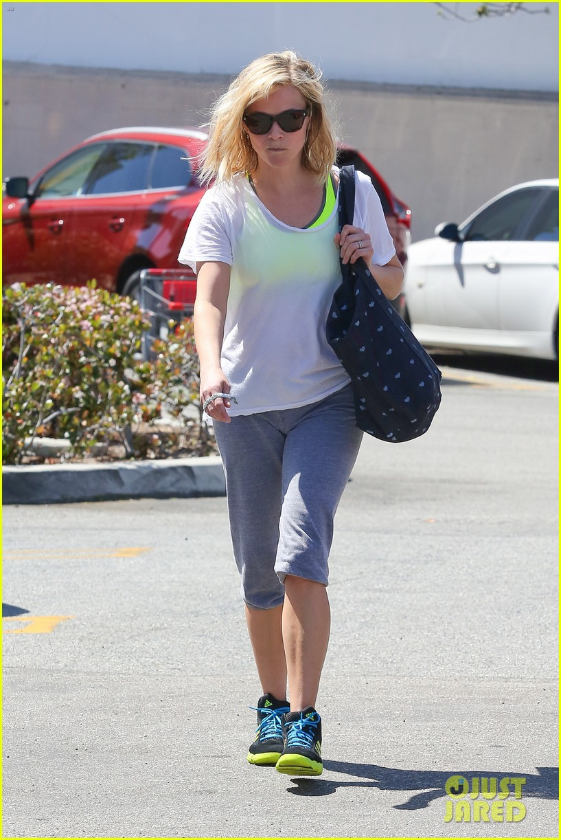 reese witherspoon naomi watts yoga partners 313079161