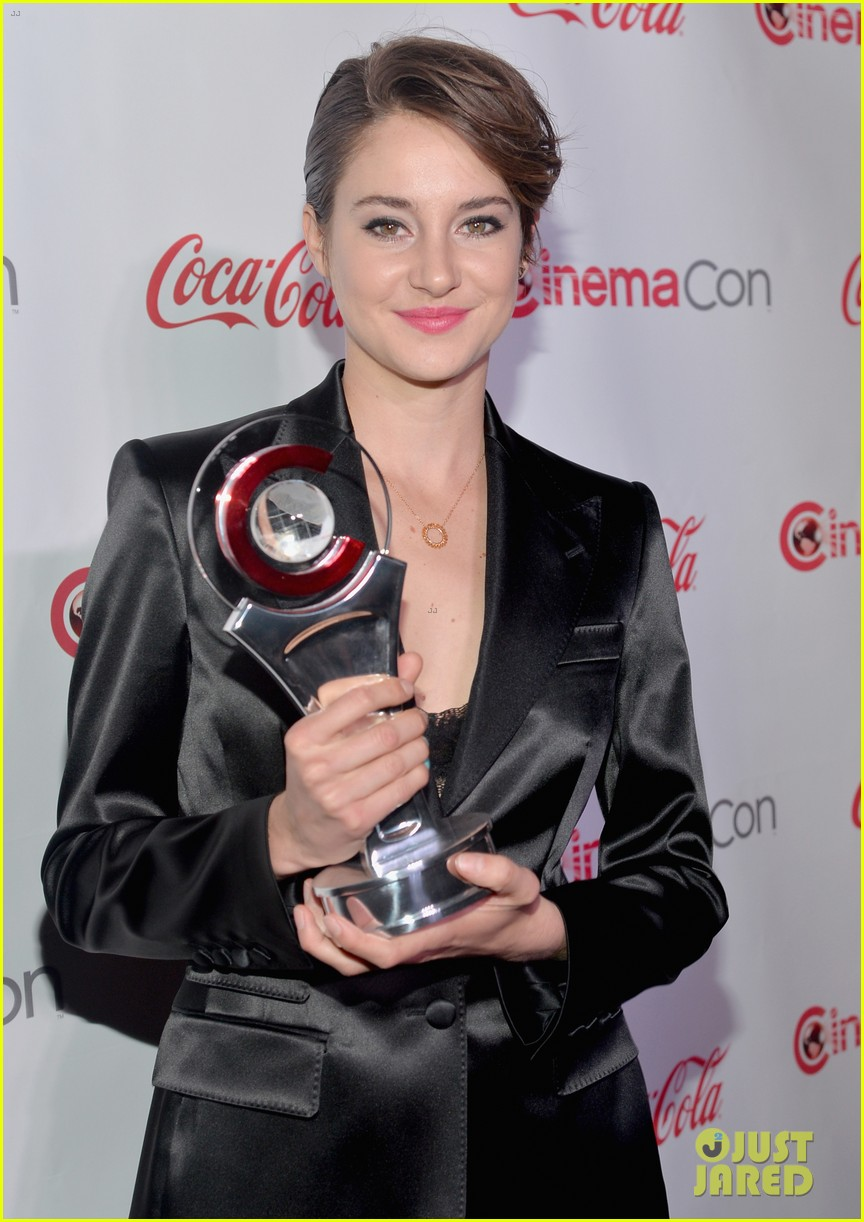 shailene woodley cinemacon female star of tomorrow 06