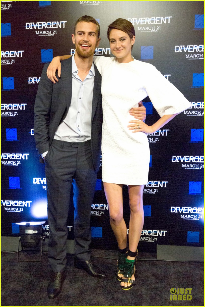 shailene woodley theo james are engrossed with divergent 093065584