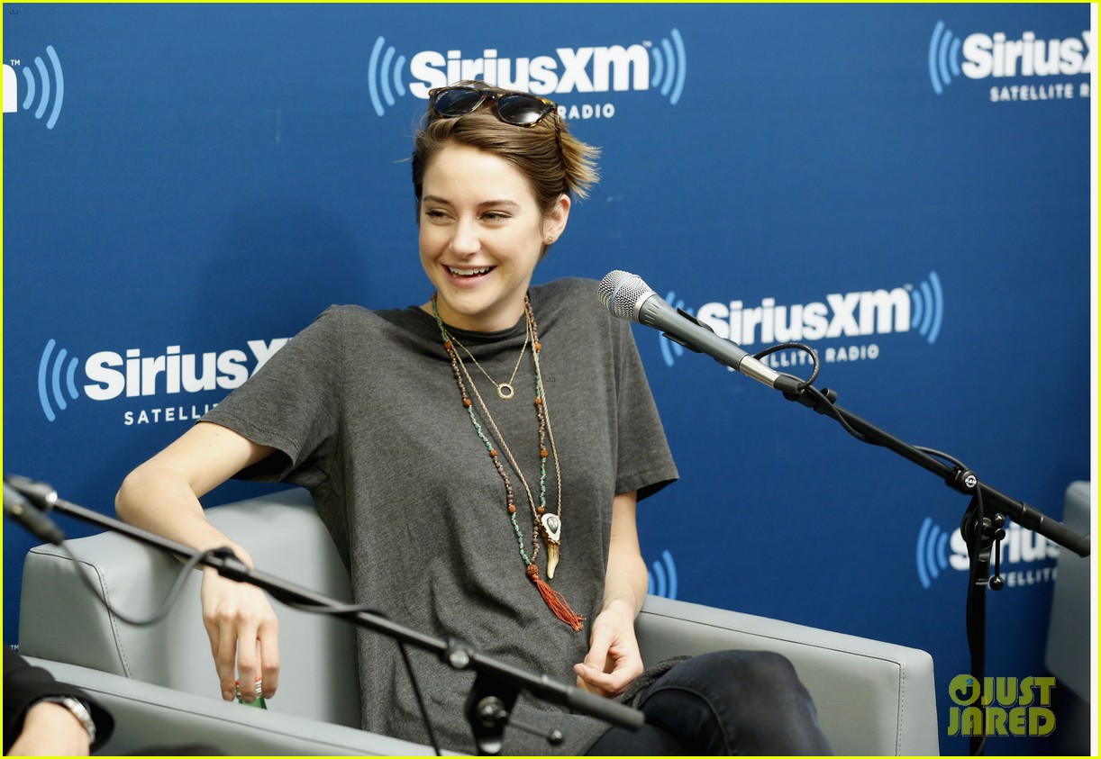 shailene woodley joins theo james for ews divergent radio special at siriusxm 073075532
