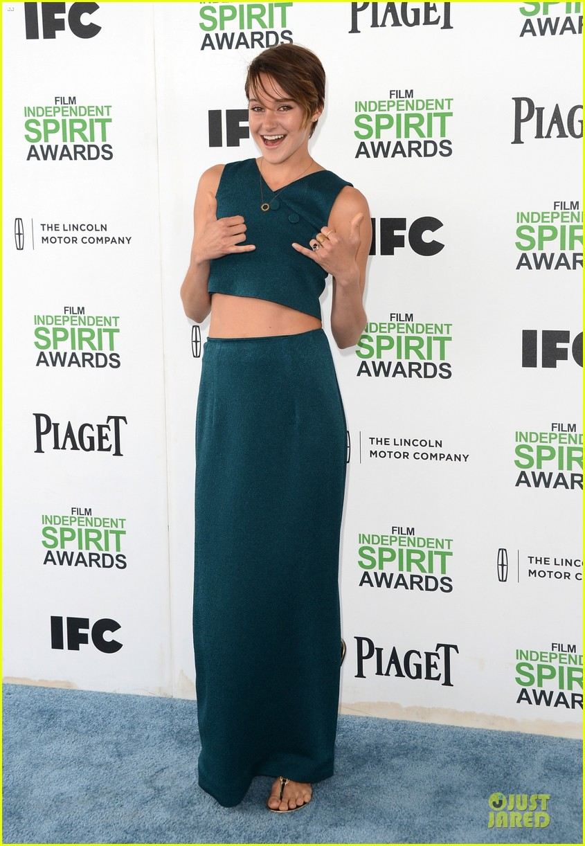 shailene woodley hangs loose with her midriff at independent spirit awards 013062880