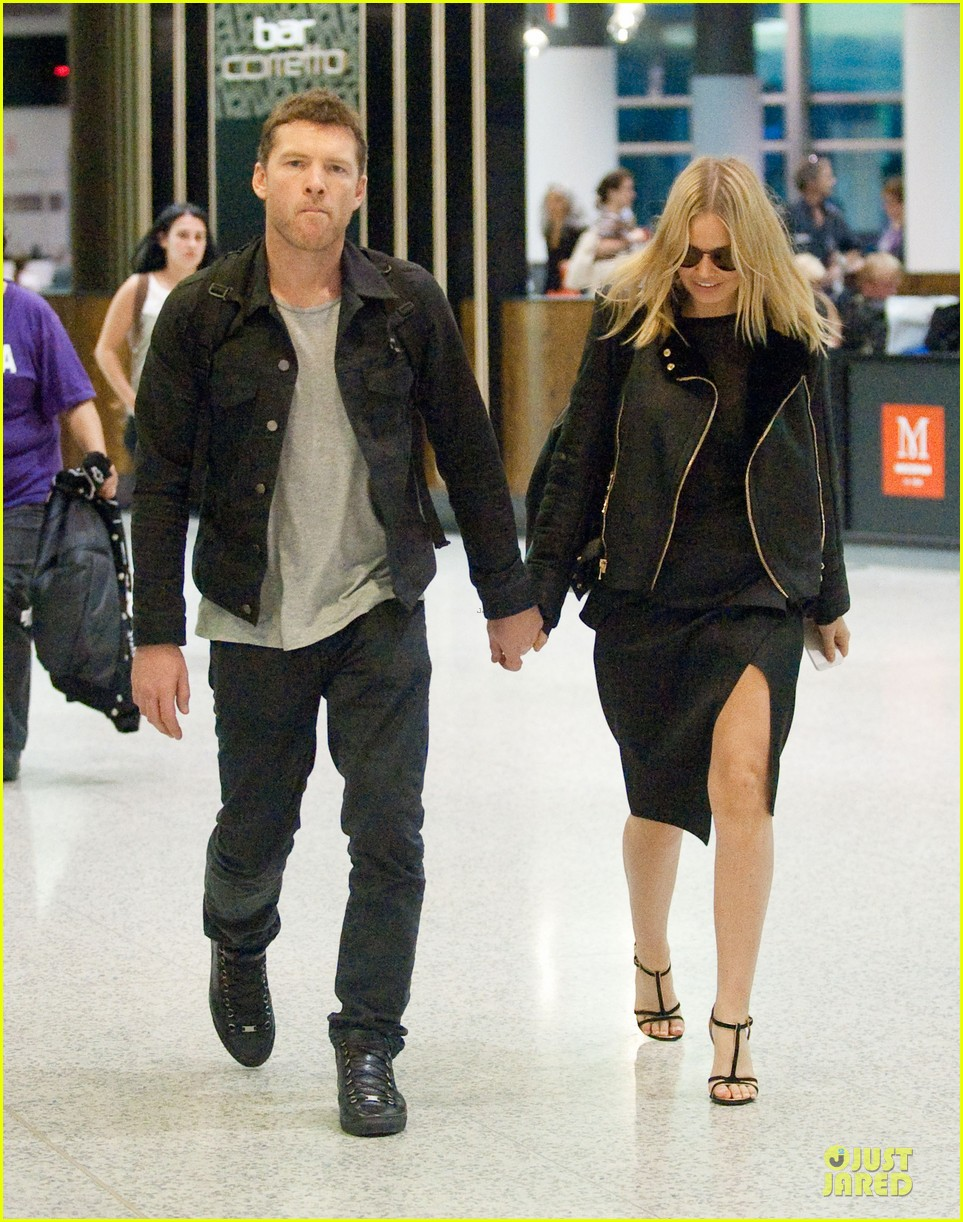 sam worthington lara bingle sydney airport departure 05
