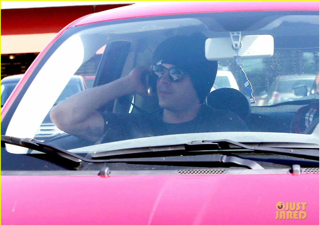 zac efron emerges after fight in skid row 073080666