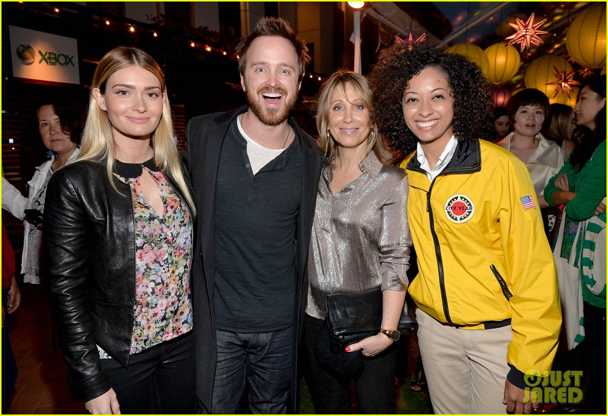 aaron paul betsy brandt reunite city year los angeles 063095609