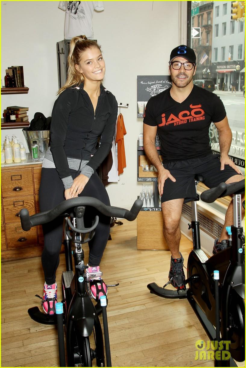 entourage jeremy piven nina agdal reunite for cycling fun 05