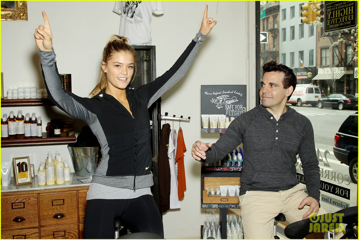 entourage jeremy piven nina agdal reunite for cycling fun 10