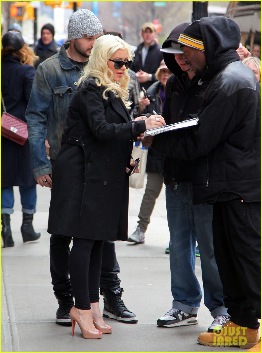 christina aguilera keeps her baby bump covered with chic black trench 113094586