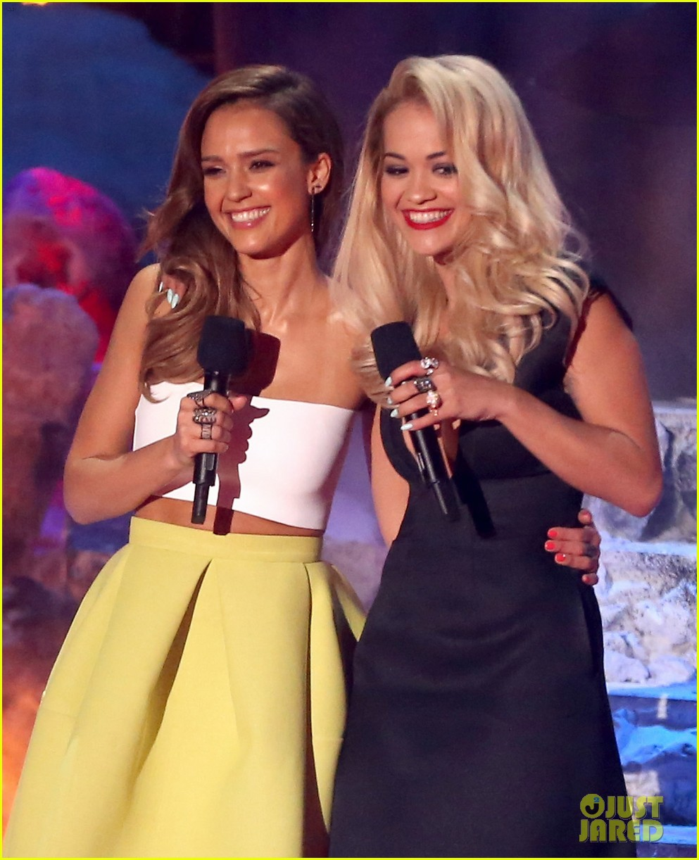 jessica alba mispronounces zac efron name mtv movie awards 2014 043091364