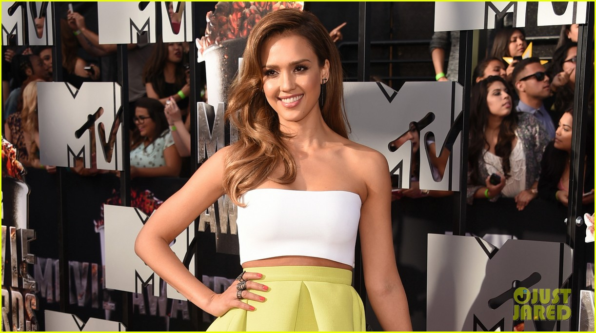 jessica alba shows some skin at mtv movie awards 2014 023091174
