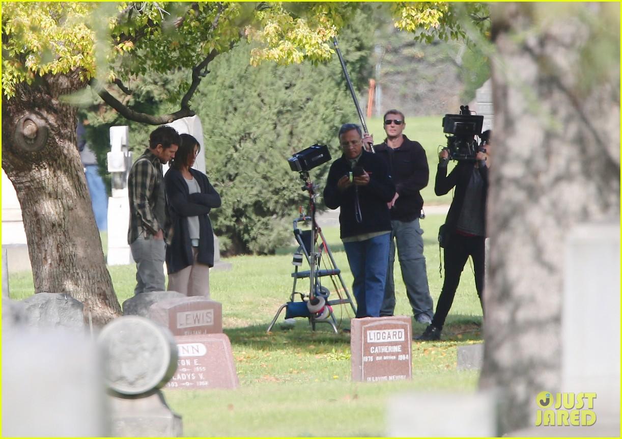 jennifer aniston begins filming cake in a grave yard 03