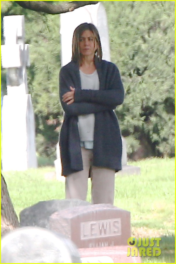 jennifer aniston begins filming cake in a grave yard 153083999