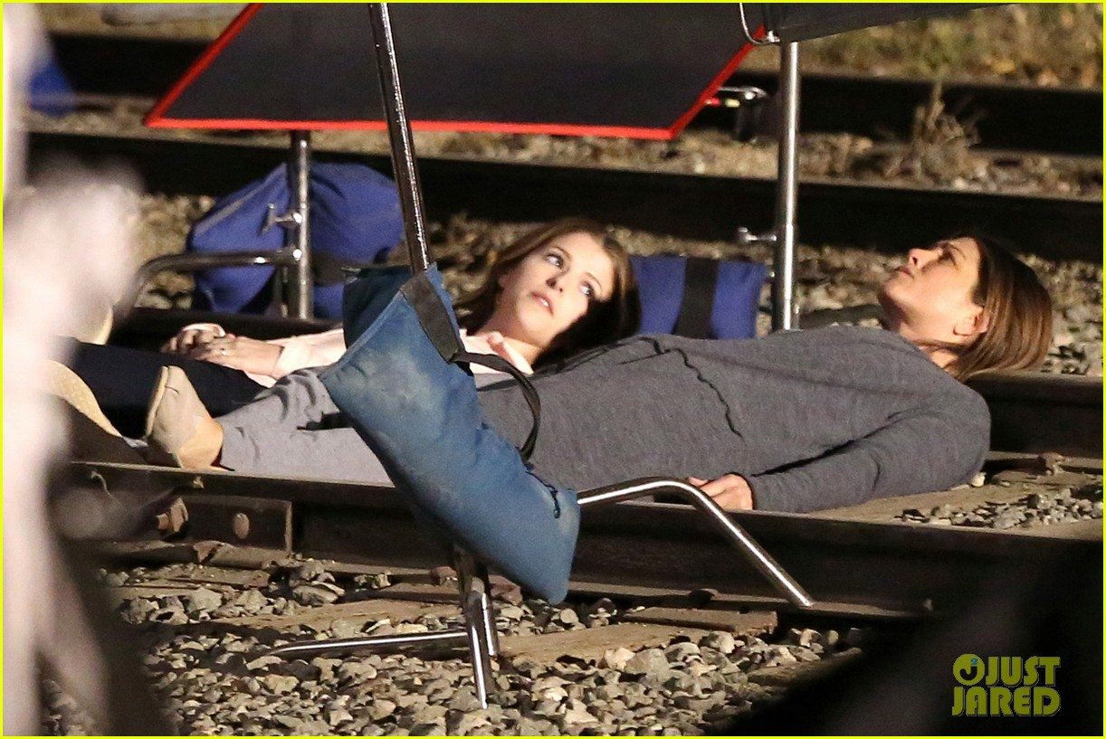 jennifer aniston anna kendrick get emotional lying on train tracks for cake 06