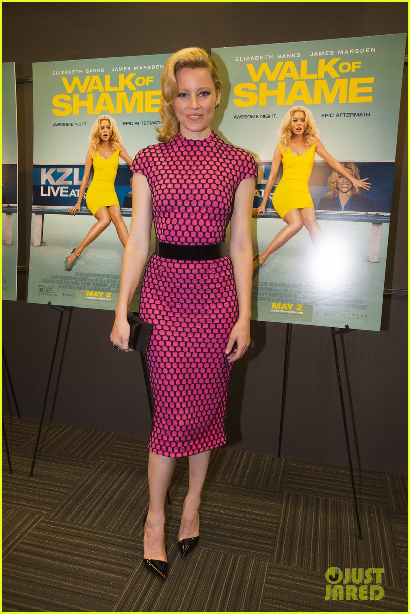 elizabeth banks attends screening for walk of shame watch the trailer now 033098075