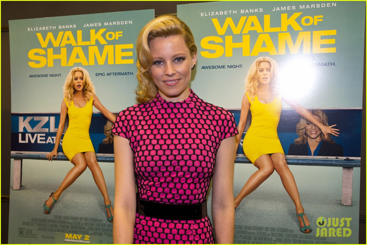 elizabeth banks attends screening for walk of shame watch the trailer now 04