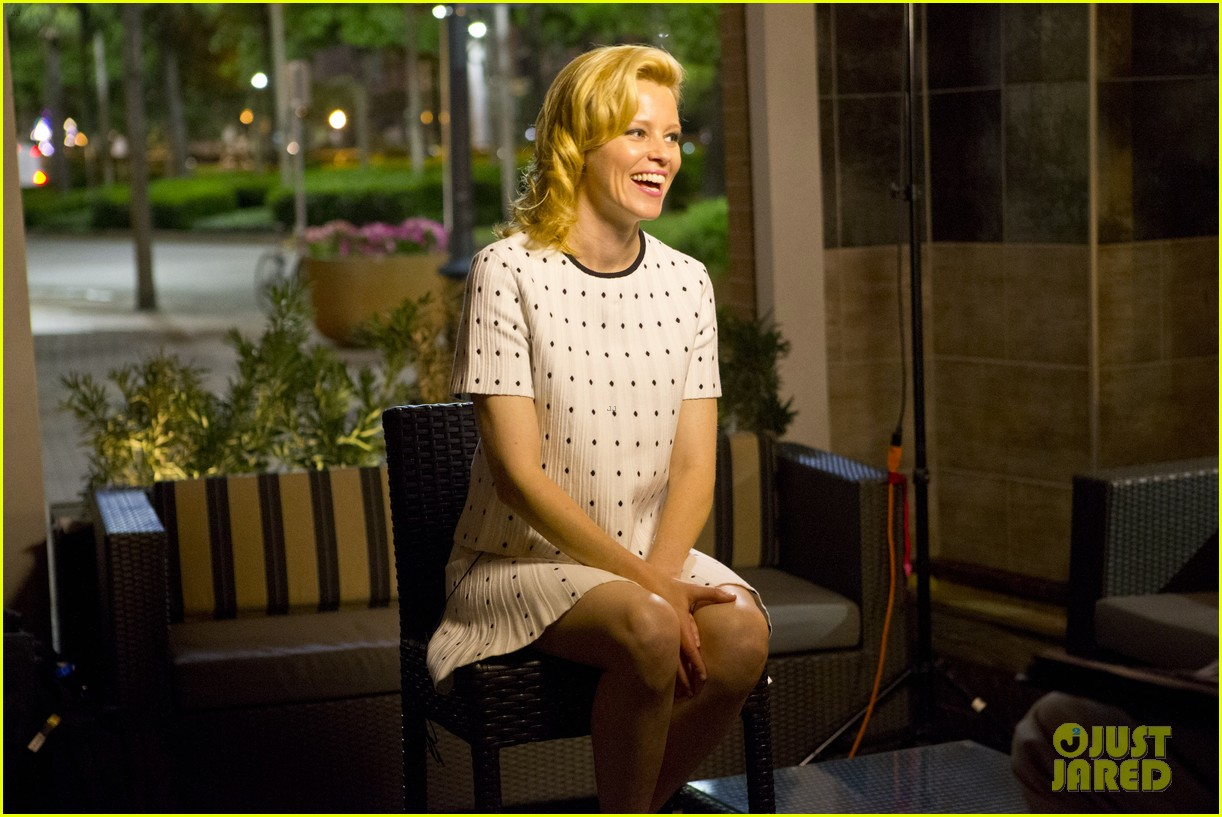 elizabeth banks attends screening for walk of shame watch the trailer now 05