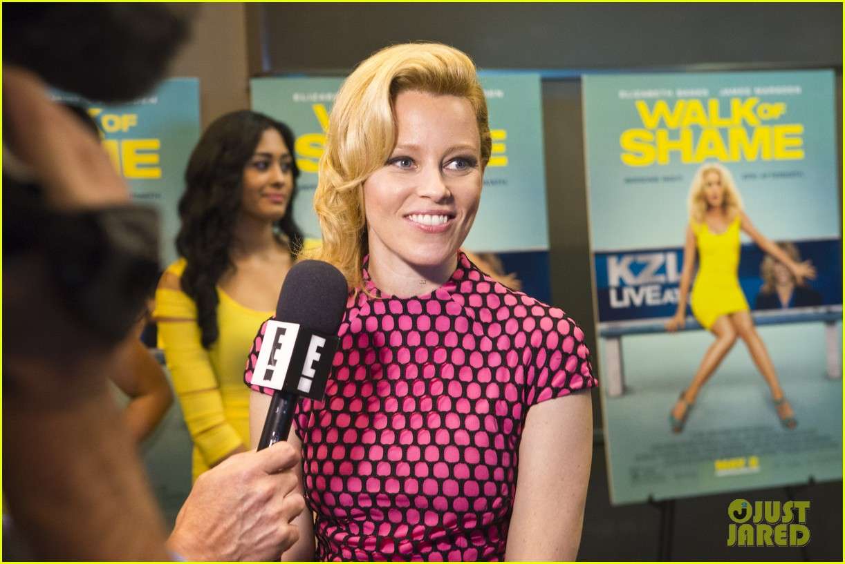 elizabeth banks attends screening for walk of shame watch the trailer now 06