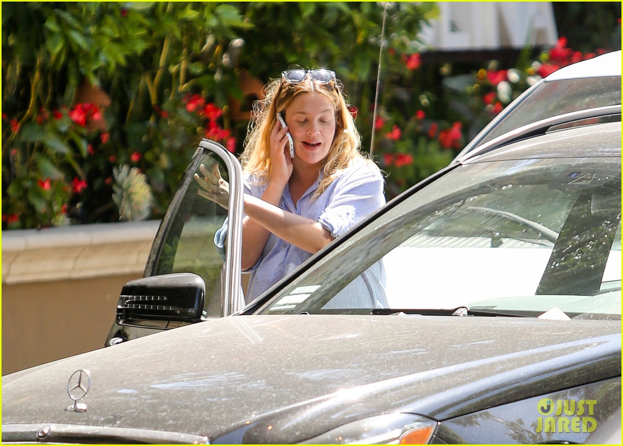 pregnant drew barrymore pop any day now 133090959