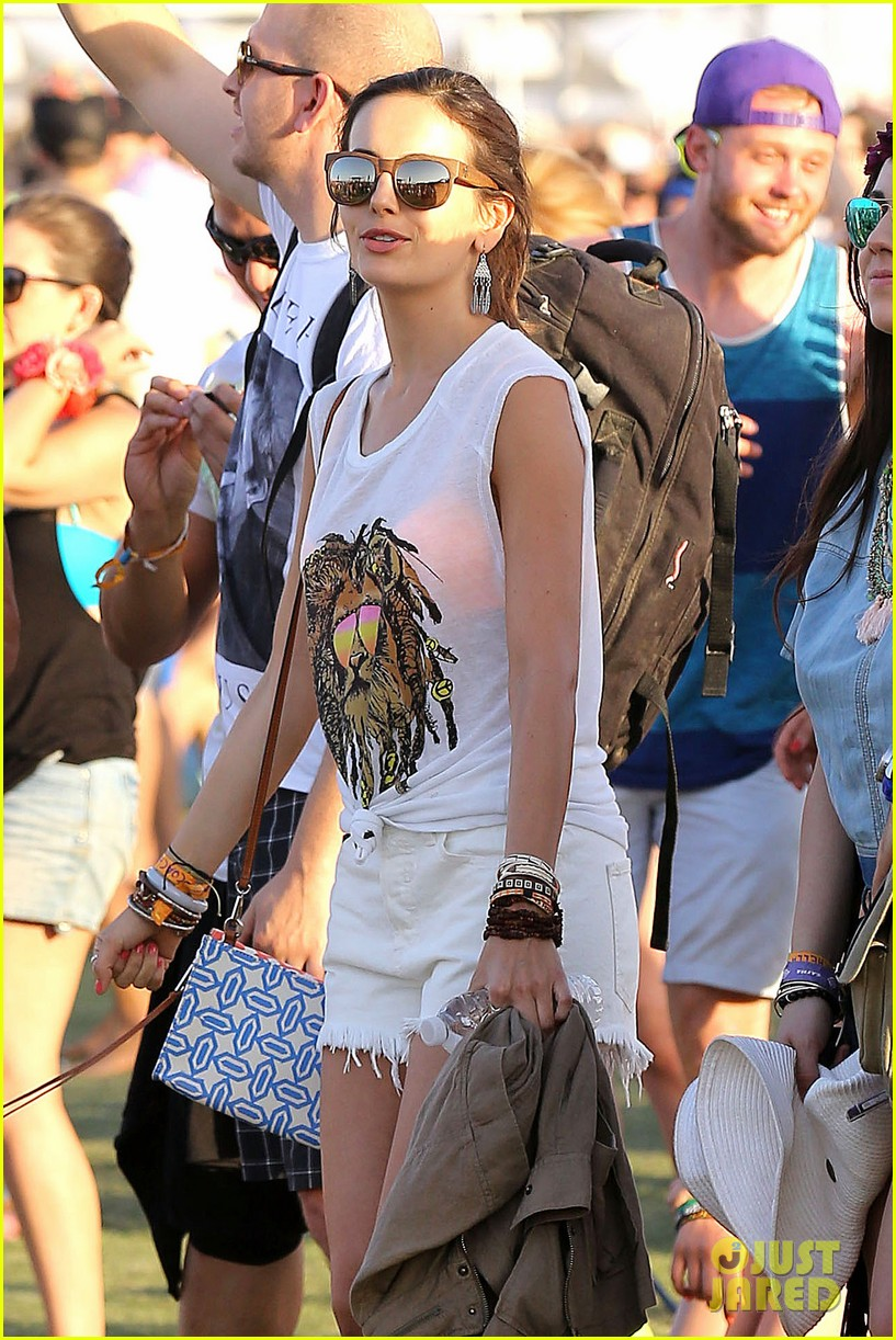 camilla belle rocks out at coachella 033091608
