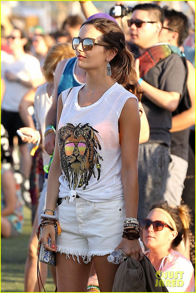camilla belle rocks out at coachella 083091613