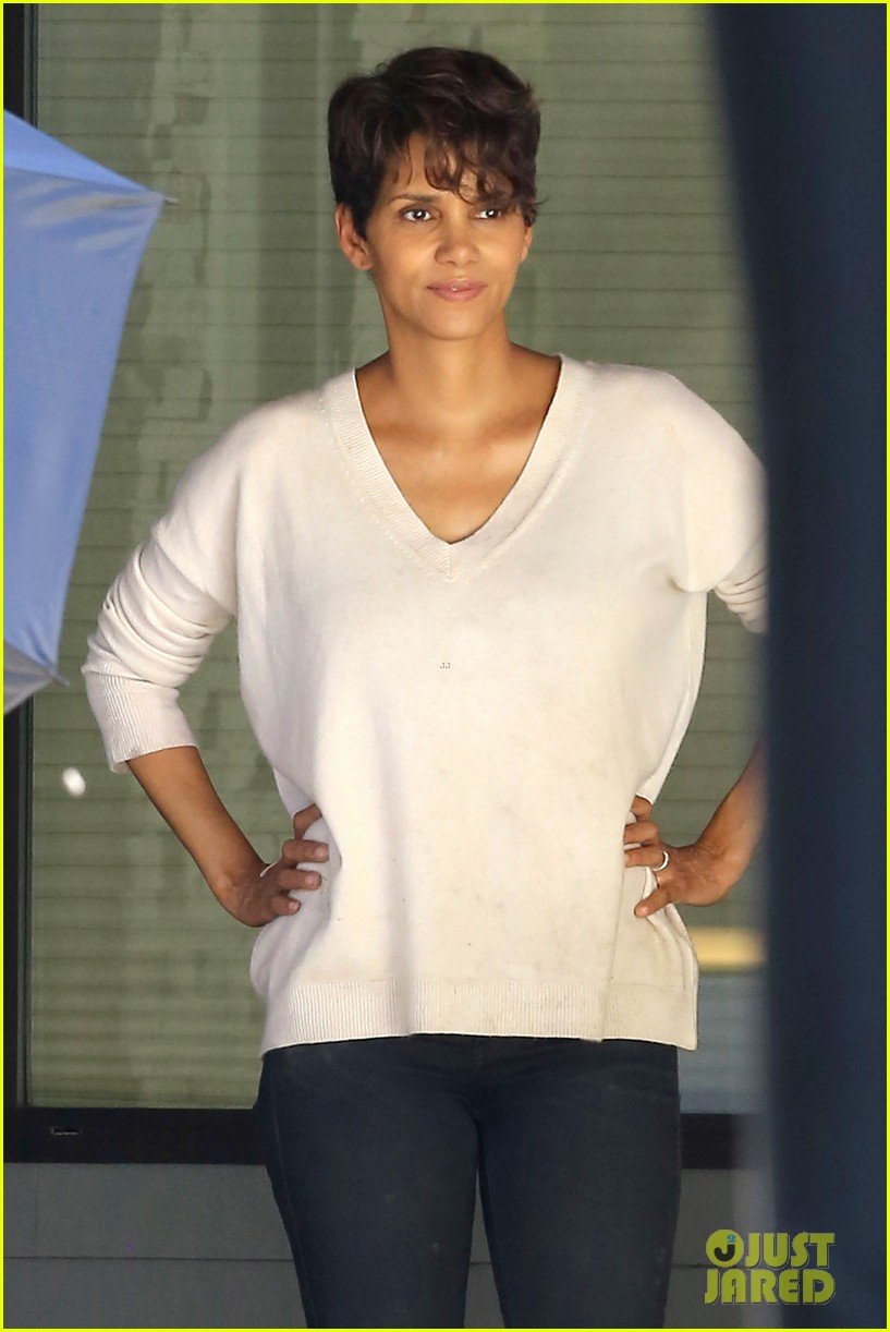 halle berry extant gains greys anatomy star 08