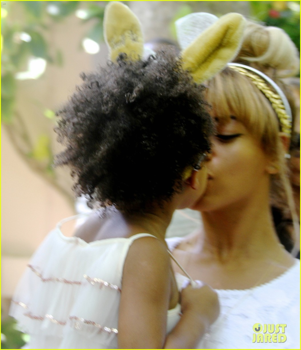 beyonce blue ivy meet the easter bunny 02