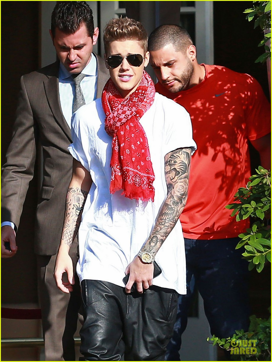 justin bieber gratitude to fans in beverly hills 023093567