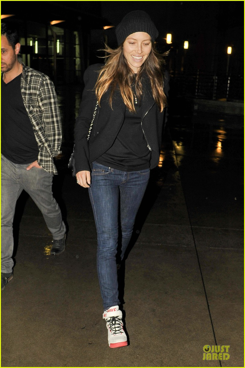 jessica biel smile excitement for friday movie nights 03