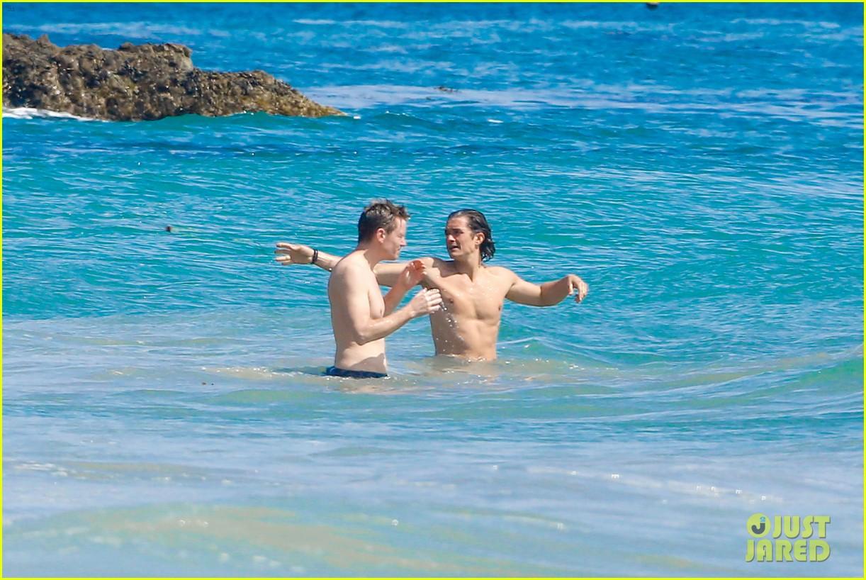 orlando bloom shirtless beach body 083096190