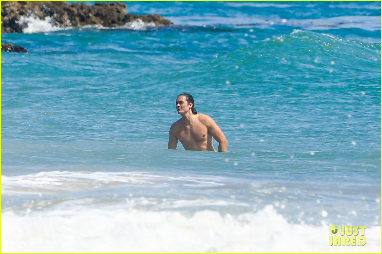 orlando bloom shirtless beach body 253096207