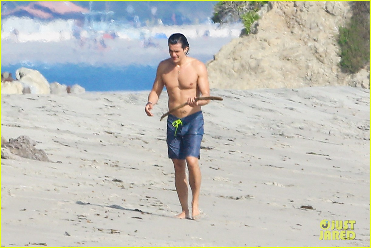 orlando bloom shirtless beach body 363096218