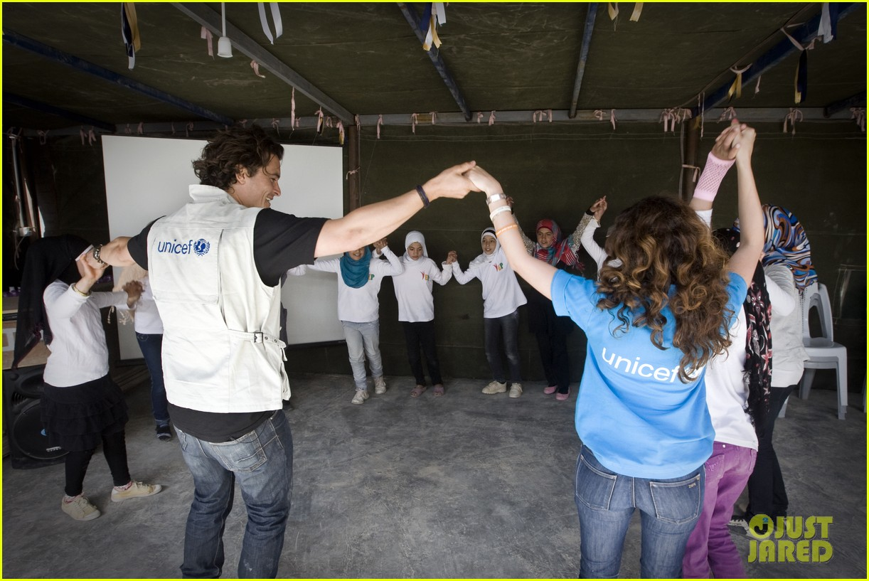 orlando bloom visits syrian refugees in jordan 023091849