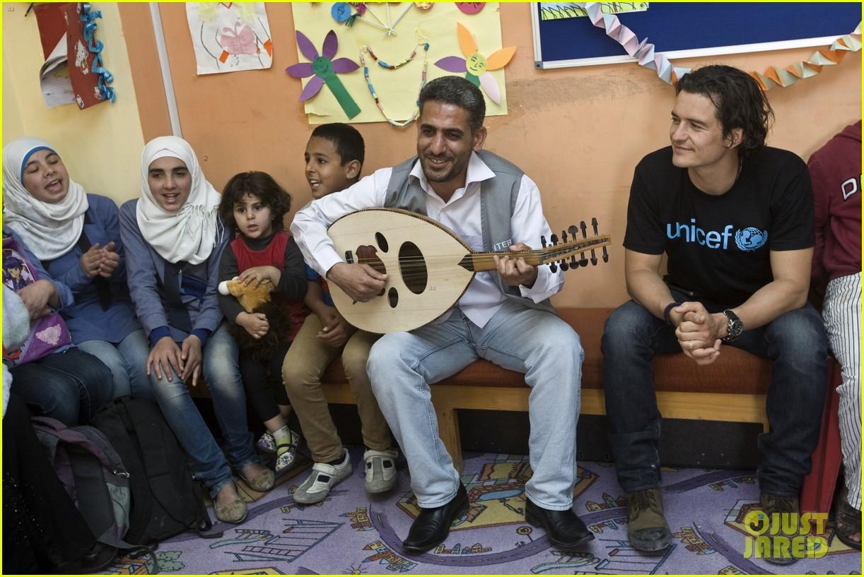 orlando bloom visits syrian refugees in jordan 083091855