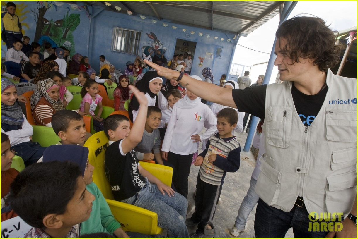 orlando bloom visits syrian refugees in jordan 173091864