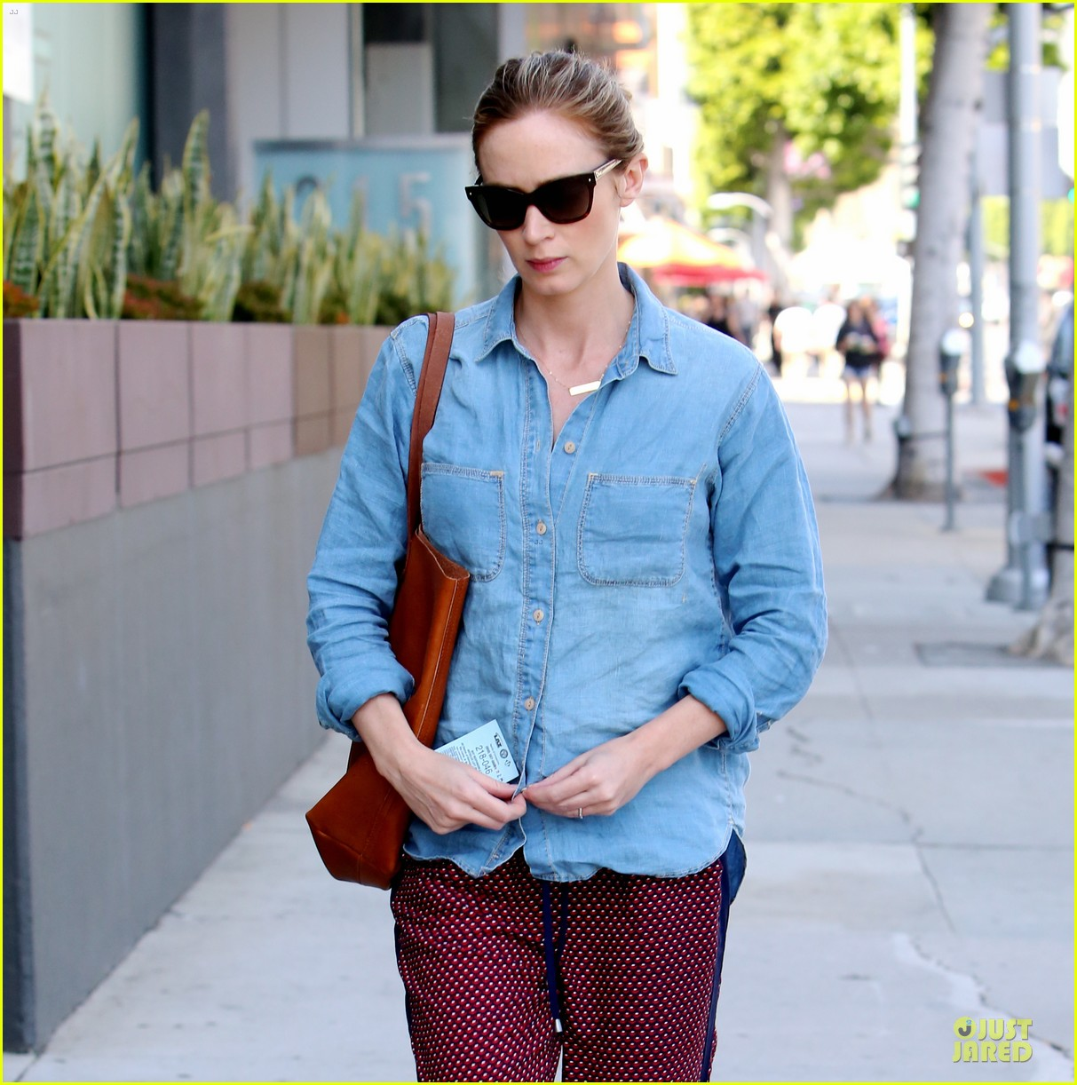 emily blunt denim shirt perfect mix 023093667