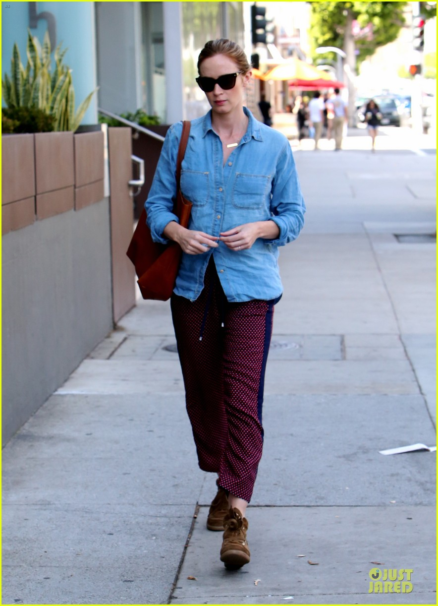 emily blunt denim shirt perfect mix 093093674