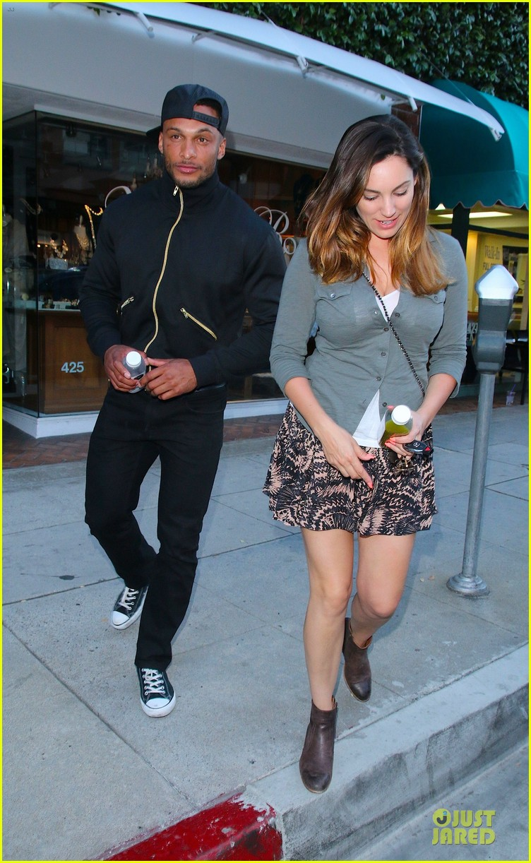 kelly brook holds david mcintosh huge arms 05