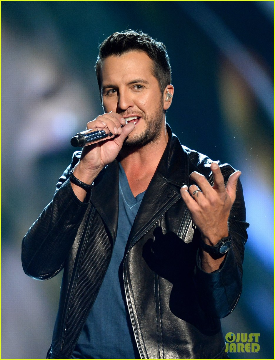 luke bryan play it again acm awards 2014 033085996