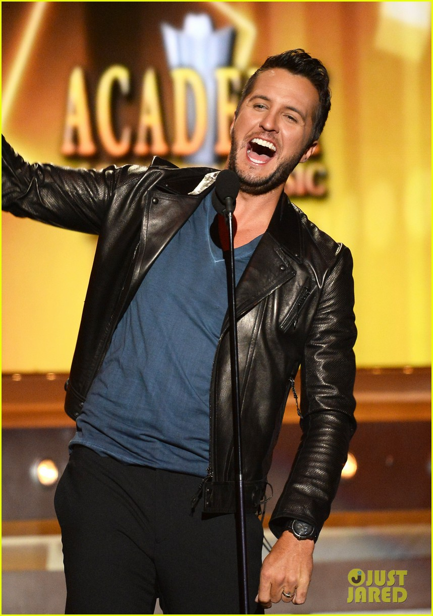 luke bryan play it again acm awards 2014 043085997