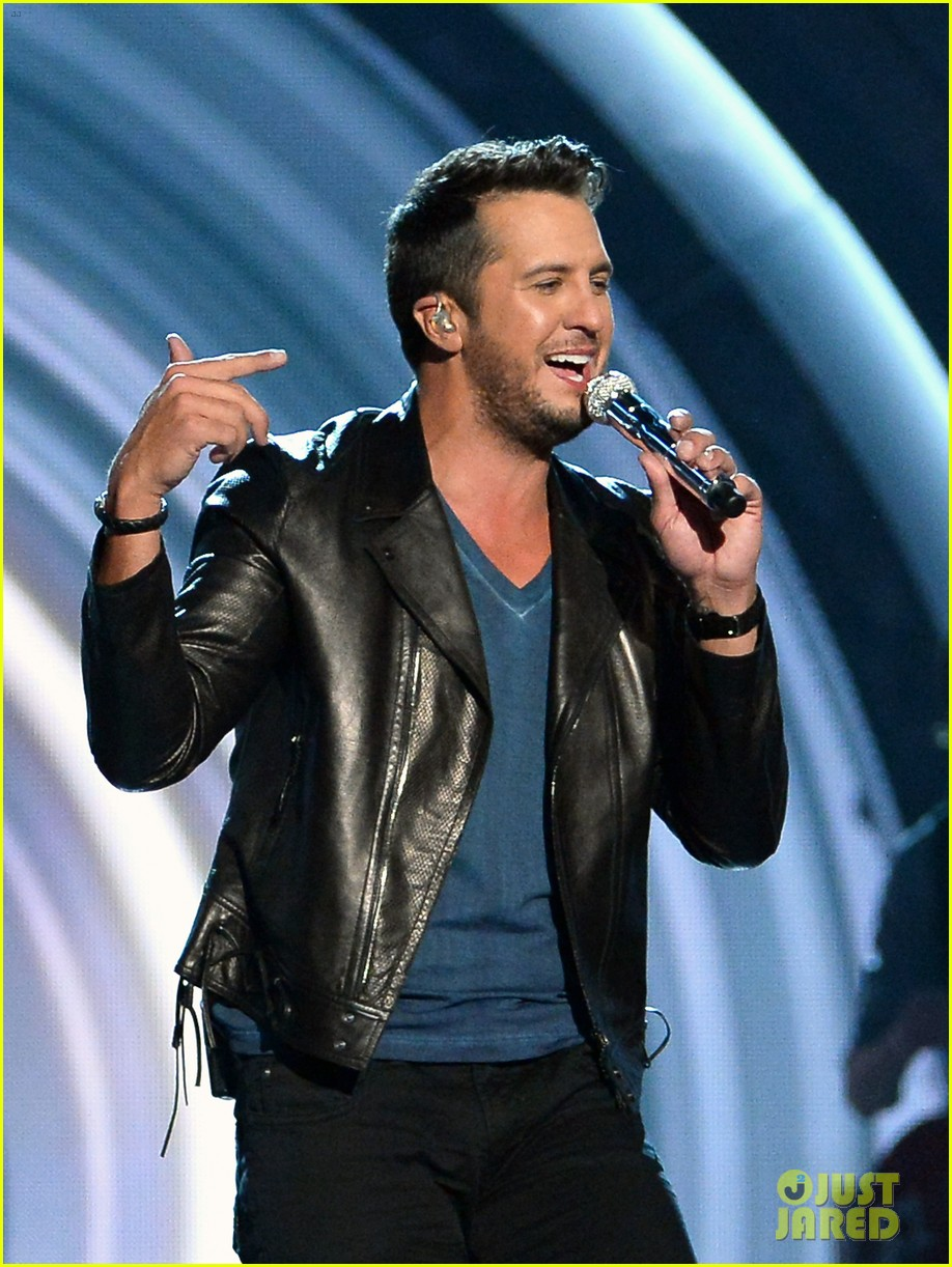 luke bryan play it again acm awards 2014 053085998