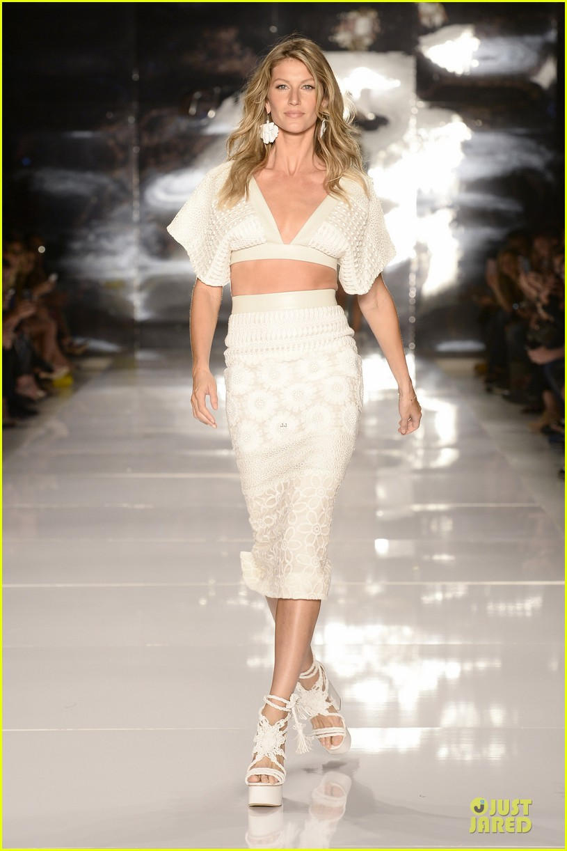 gisele bundchen cheered by tom brady at colcci fashion show 033083654