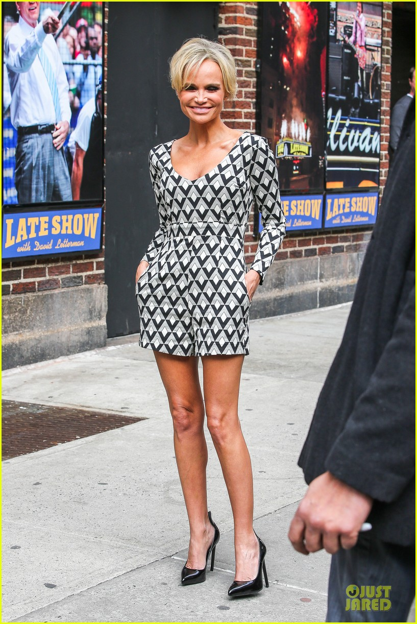 kristin chenoweth tones it up for letterman 05