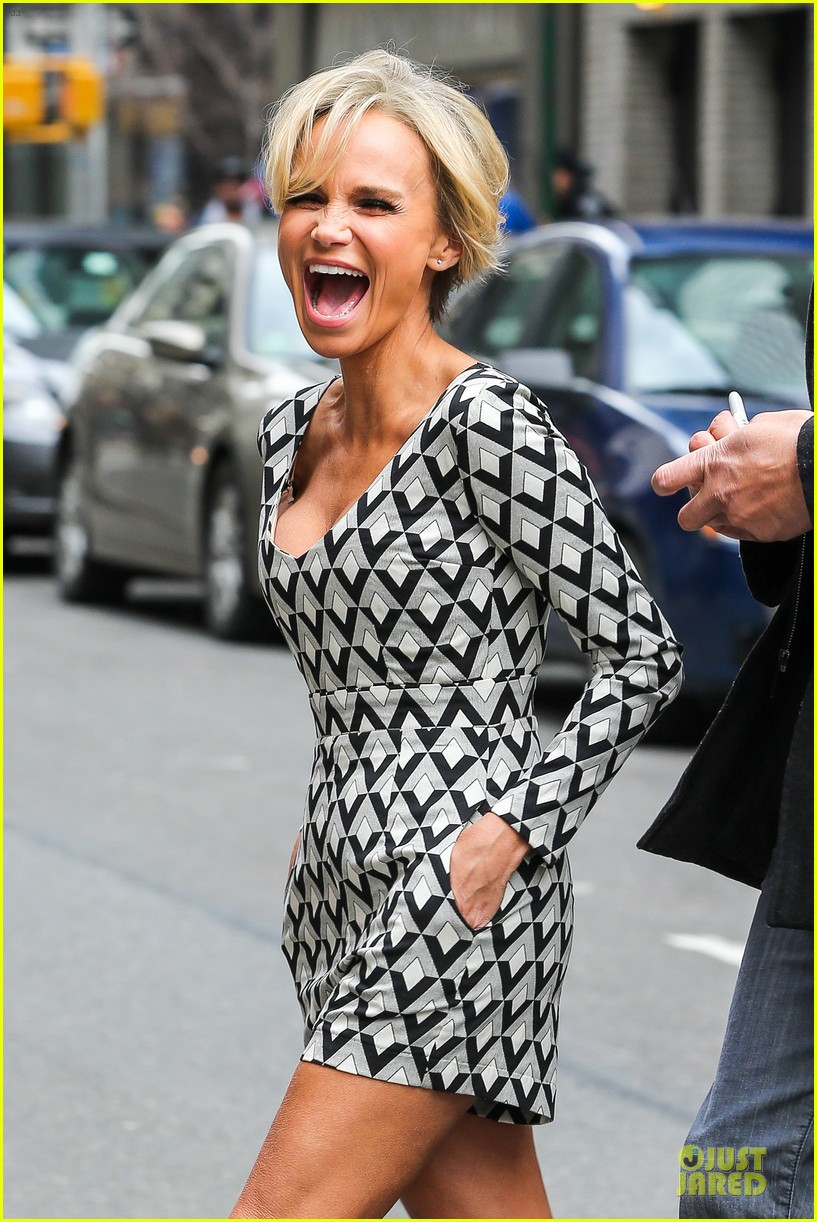 kristin chenoweth tones it up for letterman 083083090