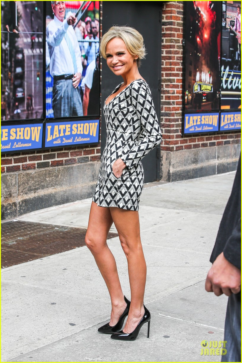 kristin chenoweth tones it up for letterman 103083092