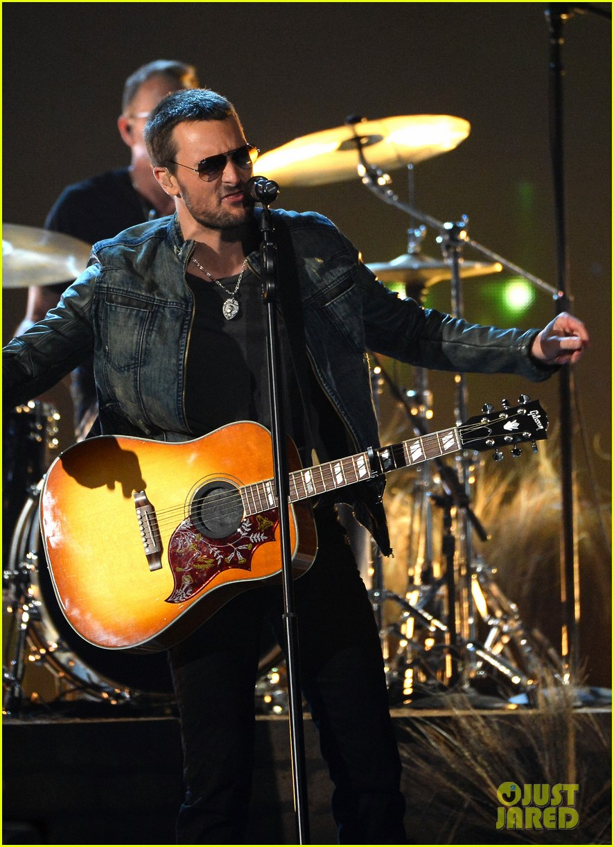 eric church performs give me back my hometown at acm awards 2014 04