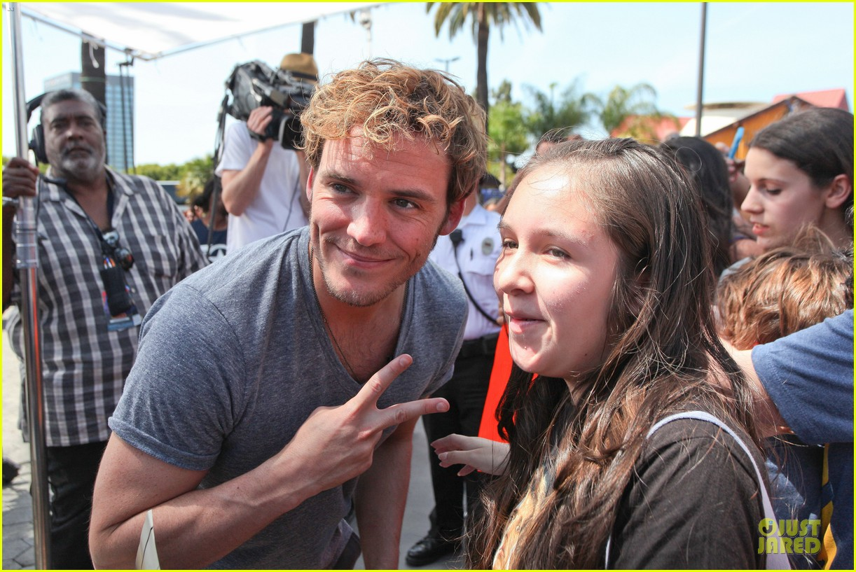 sam claflin very happy with extra gun show 043096415