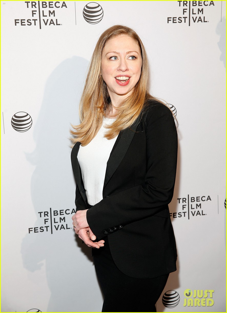 pregnant chelsea clinton hits red carpet 153094111