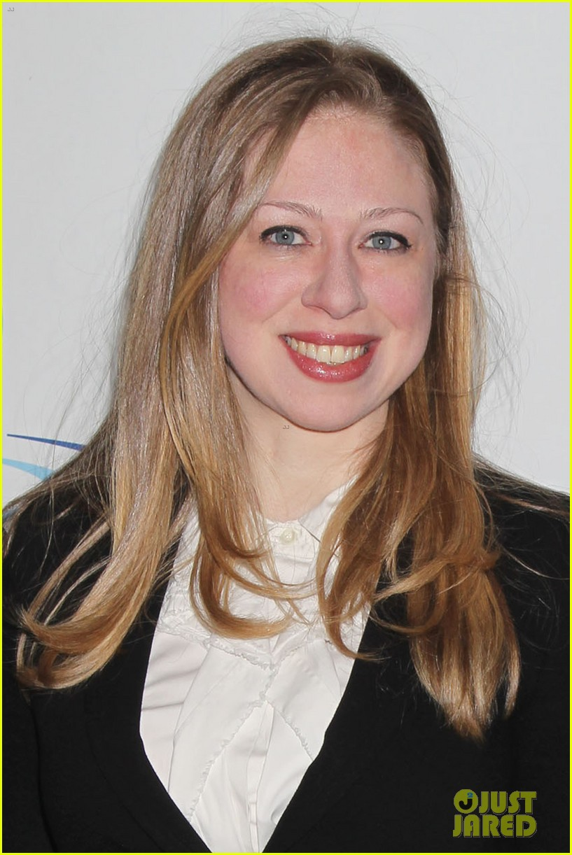 pregnant chelsea clinton makes appearance at riverkeeper event 02