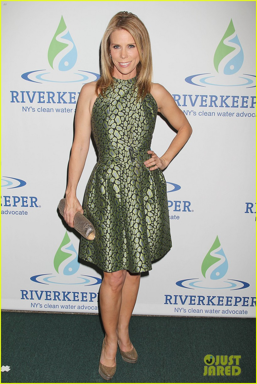 pregnant chelsea clinton makes appearance at riverkeeper event 073101833
