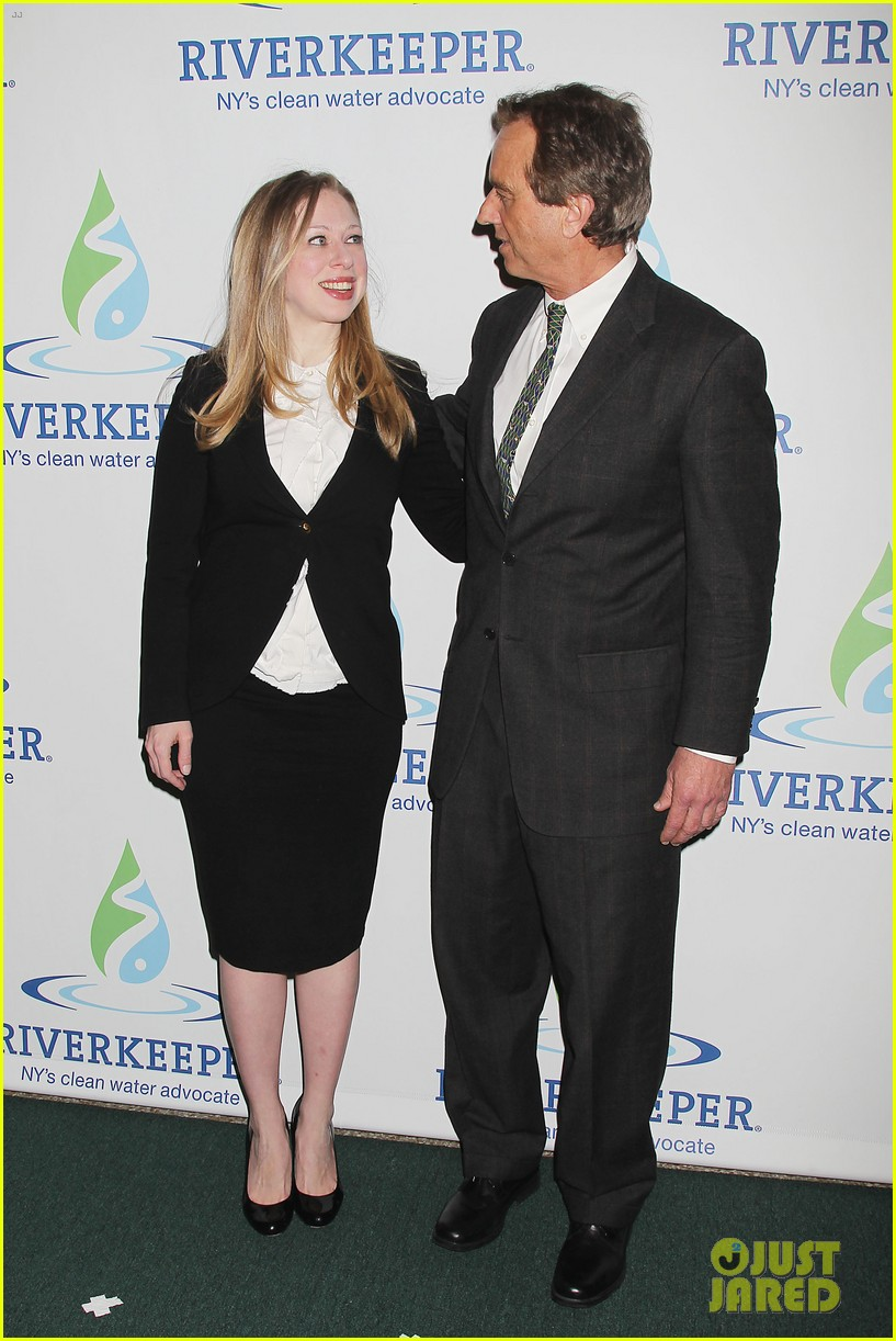 pregnant chelsea clinton makes appearance at riverkeeper event 263101852